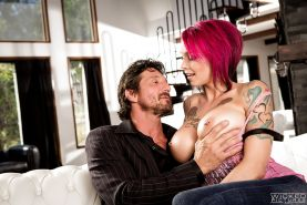 Anna Bell Peaks grabs dick and sucks it hard before a wild fuck