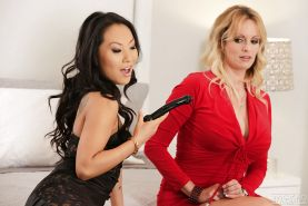 Hot lesbian pornstars Asa Akira and Stormy Daniels toy each others cunts