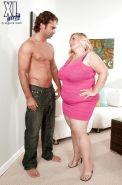 Fat mom in skirt and high heels Cassie Blanca gets a hot foreplay