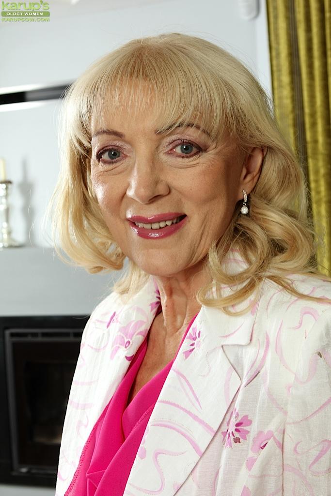 Ugly blonde Janet Lesley finger fucking shaved granny pussy #50991232