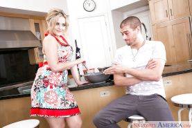 Pretty blonde housewife Alexis Texas delivering Gonzo styled bj in kitchen