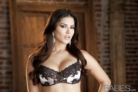 Sunny Leone slipping off her lingerie and spreading her pussy lips