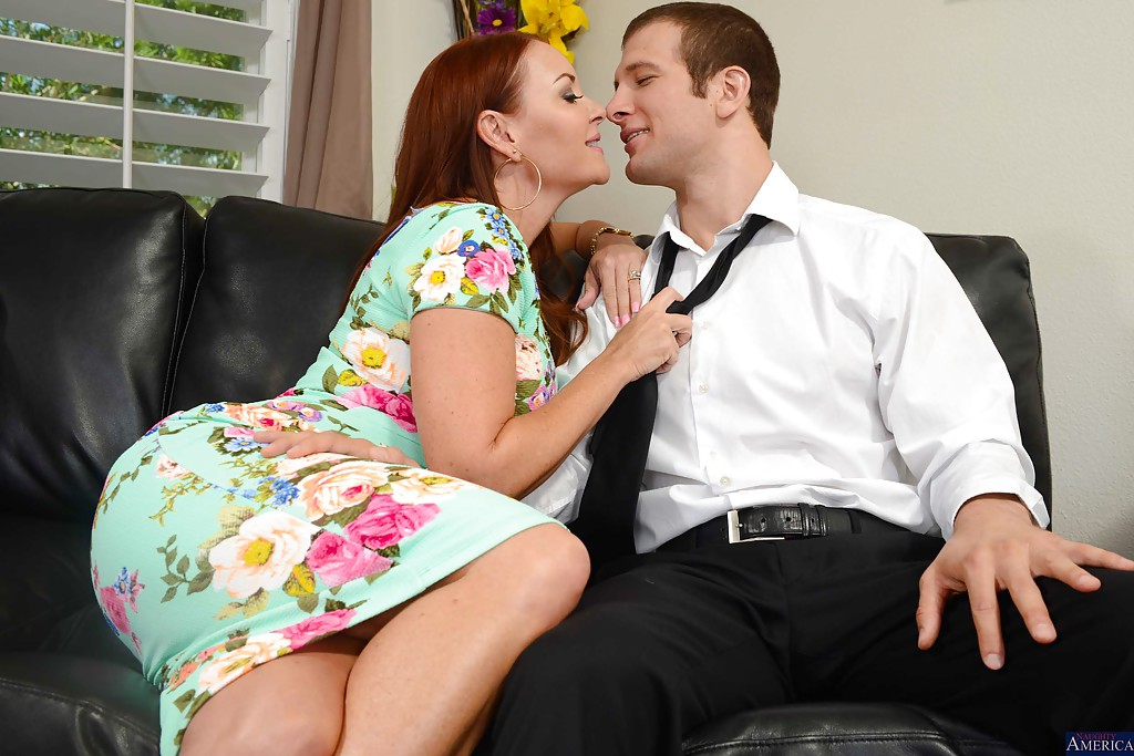 Cumshot scene in close up features mature mom Janet Mason in high heels #51361634