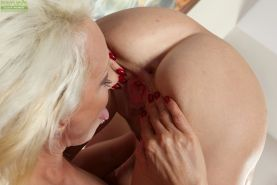 Mature lesbians Melanie and Sandy Saxx fingering granny pussy after kissing #55454527