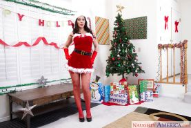 Christmas time with brunette MILF Rachel Starr is all joy and juggs