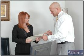 Redheaded office boss in stockings Kylie Ireland pleasuring fat dong