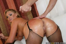 MILF with a hot ass Flower Tucci gets into hardcore assfuck