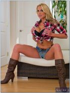 Blond wife Alanah Rae denudes her banging curves and poses in boots