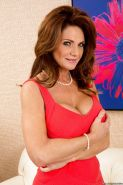 Mature lady in stockings with big tits Deauxma shows off sexy pussy