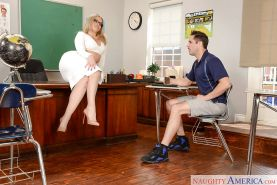 Leggy MILF schoolteacher Alexis Texas taking cumshot on big butt