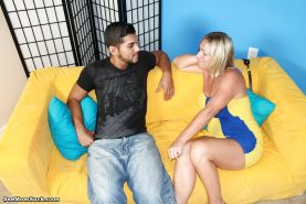 Blonde cougar with an amazing body is enjoying deepthroat and cum in mouth