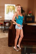 Well-toned MILF Brooke Tyler stripping and spreading her long legs
