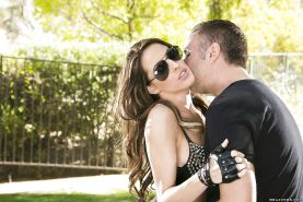 Kortney Kane gets anal fucked and takes a cumshot in her mouth outdoor