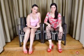 Leggy dykes Corazon Del Angel and Jessica Biel lick barefeet and beavers