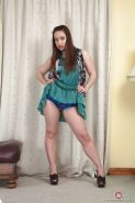 Flexible Russian mom Olga Cabaeva showing off escaped pubic hairs