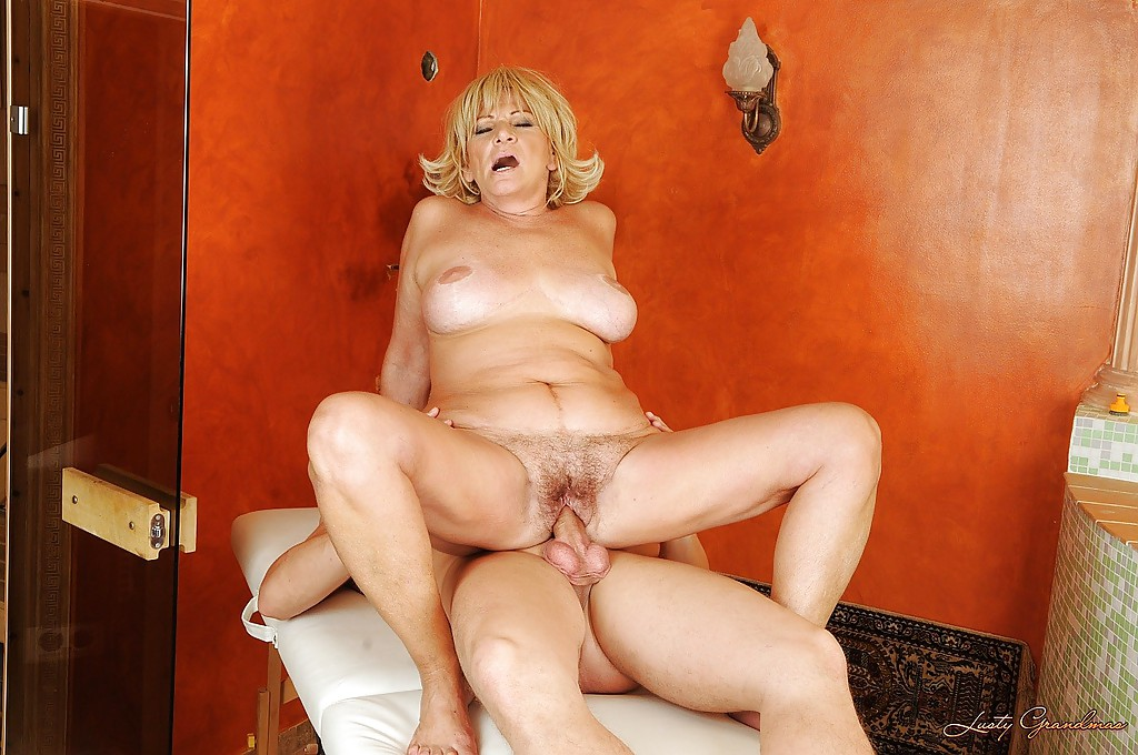 Mature hottie spreads her legs for a pussy lick and a proper fuck #51344855
