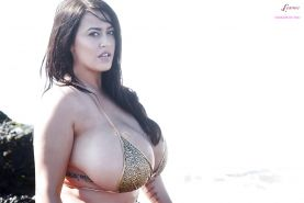 Big boob model Leanne Crow heads outdoors for topless glamour shots