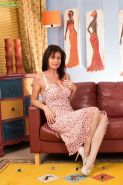 Chic mature Lucy Heart wants to reach climax by finger sissy