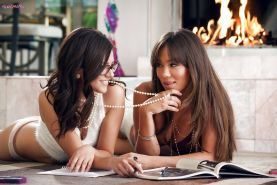 Capri Anderson and Shyla Jennings are kissing and then humping