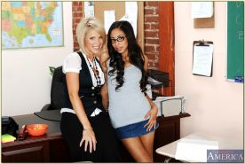 Blond and latina coeds Alexis Love and Kayla Synz go lesbian in class