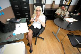 Slutty Britney Amber with big tits in stockings fucks in the office