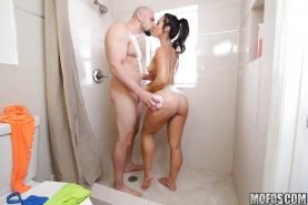 Kelsi Monroe offers up big butt for hardcore anal sex in shower