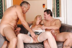 Big busted mature blonde is into groupsex with double penetration