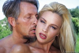 Alluring MILF Nikki Anderson gets blowbanged and double penetrated