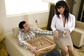 Latina MILF with big boobies Sienna West gets nailed by a pizza-guy