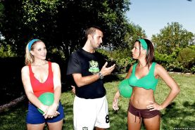 Sporty MILFs in shorts Rachel Starr and Julia Ann sharing cock outdoor