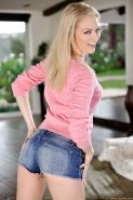 Babe blonde Alli Rae shows off her wide-opened ass and pussy