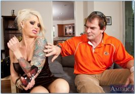 Gorgeous MILF Brooke Haven penetrated and jizzed on her big breasts