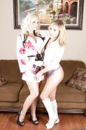 Lesbian sex of blonde beauties Alena Croft and Kennedy Leigh