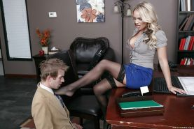 Blonde secretary Alexis Monroe having nylon covered feet set free