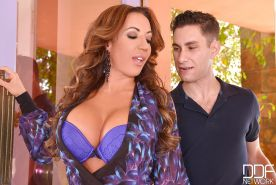 Busty MILF Richelle Ryan rids lingerie before hardcore fuck and cumshot