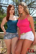 Euro dykes Angell Summers & Eva Parcker toy and lick assholes outdoors