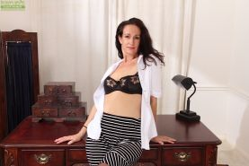 Dark haired mature babe Genevieve Crest showing her saggy tits #51772571