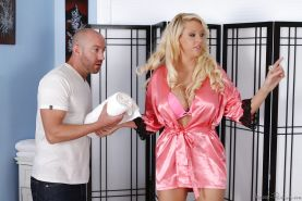 Sensitive massaging milf Courtney Taylor pumps that pipe good