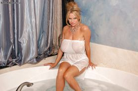Milf amateur with big tits Kelly Madison teases her wet pussy in a bath