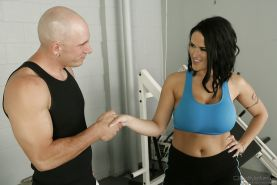 Sporty MILF with massive jugs Carmella Bing gets fucked hardcore in the gym