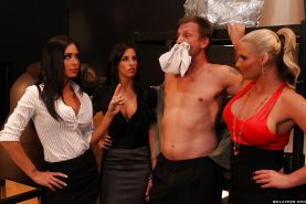 Phoenix Marie, Kortney Kane & Jessica Jaymes are into groupsex with a guy
