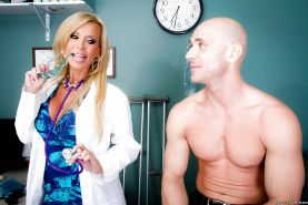 Lewd doctor with big tits Amber Lynn gets banged by her well-hung patient