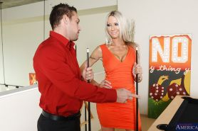 Reality wife Emma Starr is doing the hottest handjob to her man