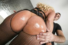Bootylicious MILF with big tits Alura Jenson gets fucked and facialized