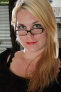 Fatty Milf in glasses Lindsay Jackson is undressing on camera