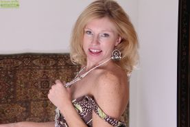 Nice blonde mature bitch with tiny tits Holly spreading her pussy #51333066