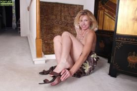 Nice blonde mature bitch with tiny tits Holly spreading her pussy #51333108