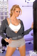 Sports MILF babe Jessica Drake exposes her hot shaved cunt