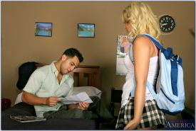 Slutty college blonde Alexis Texas gets her tight cunt drilled hardcore