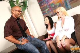 Gorgeous Dee Siren and Cherish Red doing interracial threesome
